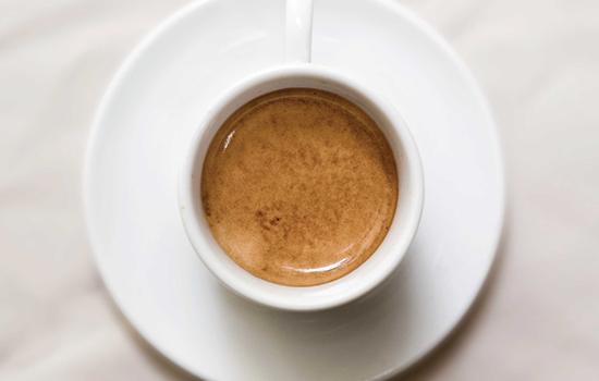 Латте-арт в Фотошопе: http://leeto.su/uroki_photoshop/foto/500477-latte-art-v-fotoshope.html